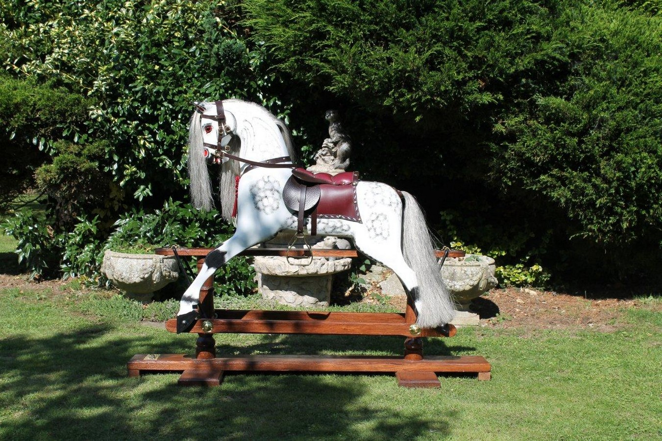 Traditional rocking horse    (suitable for child 3 to 9 years) -This beautiful traditional wooden