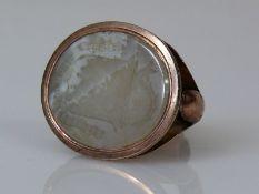 Reserve: 20 EUR        Siegel (wohl 19.Jh.) tief geschnittener Stein mit Wappen u. Spruchband in