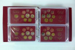 Reserve: 50 EUR        Münzalbum mit 16 div. Ausgaben der Euro-Münzen der BRD