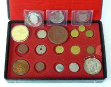 Reserve: 20 EUR        Münzkassette mit 18 div. Münzen