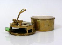 Reserve: 90 EUR        Optisches Messinstrument (England) Stanley, London; in rundem Messinggehäuse;