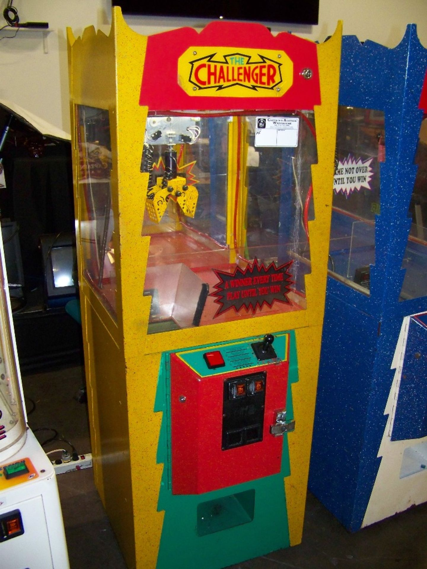 THE CHALLENGER CANDY SHOVEL CRANE MACHINE YELLOW - Image 2 of 2