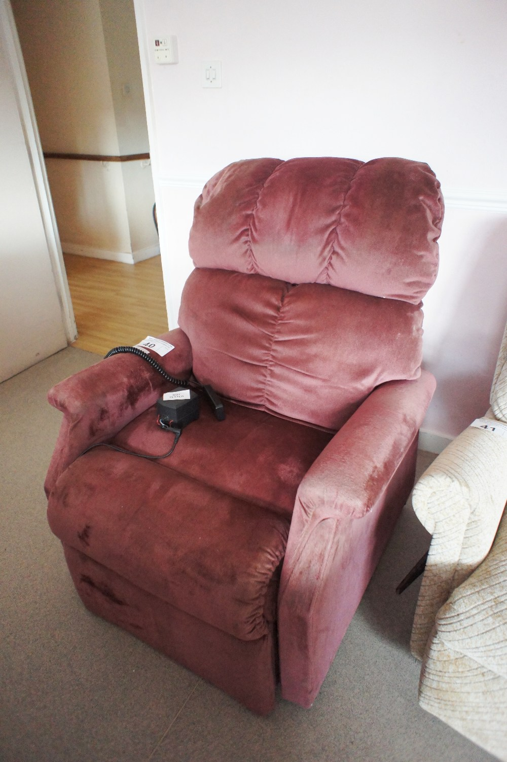 Lot 40 - 1 electrically operated recliner chair in maroon upholstery (requires attention) (located in room