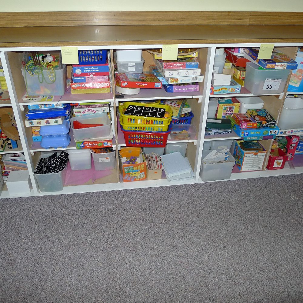 Lot 33 - a qty of misc. small games, puzzles and junior educational aids etc. (located in junior school
