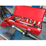 [Lot] Hydraulic  tools includes Snap On 10 ton body kit, Tidland spreader and floor jack LIFT OUT £5