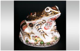 Royal Crown Derby Limited & Number Edition Paperweight 'Old Imari Frog' gold stopper. Number 1973.