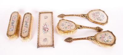 Ladies - 1930's / 1940's 6 Piece Dressing Table Vanity Set. All Pieces are In Excellent Condition.