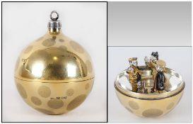 Stuart Devlin - A Silver Gilt Christmas Tree Bauble. Hallmark London 1982, Makers Mark S.D. Number