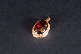 18ct Gold Amber Set Pendant. Marked 18ct. 1 Inches High.