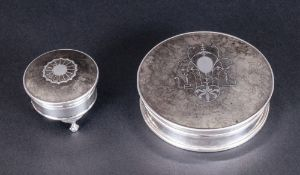 Edwardian Silver and Tortoiseshell Circular Lidded Box with Silver Inlay to Cover. Hallmark London
