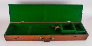 A Vintage Mahogany Cased Gun Box with Fitted Interior Compartments. Size 28.25 Inches In Length, 3.
