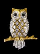 18ct White and Yellow Gold Novelty Figural Brooch In The Form of a Barn Owl,