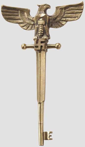Ehrenschlüssel zum Münchner Haus des Deutschen Rechts Vollplastischer Messingguss in ähnlicher - Bild 2 aus 3