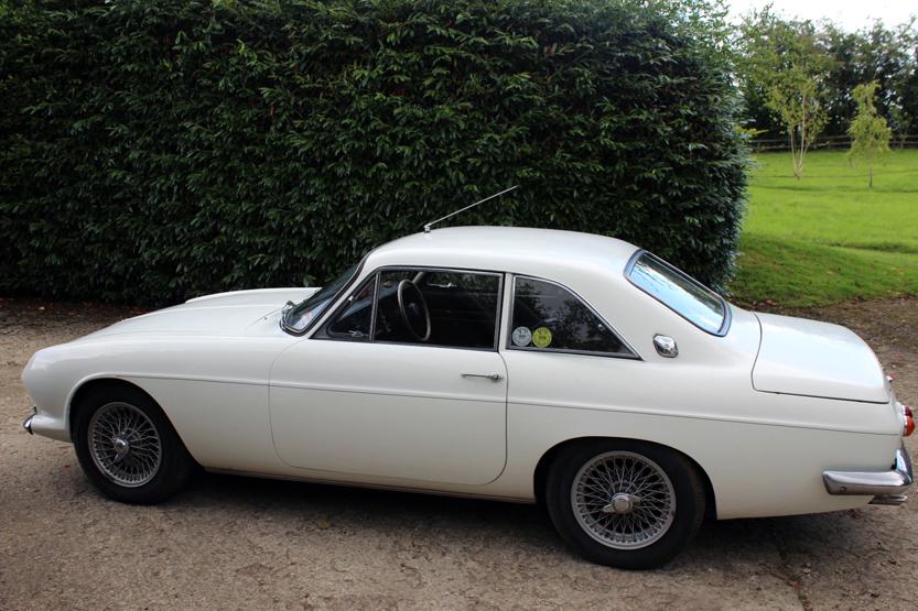 Lot 563 - 1967/8 Reliant Scimitar SE4B, Essex engine V6. Original condition fully operational. MOT, 4 speed
