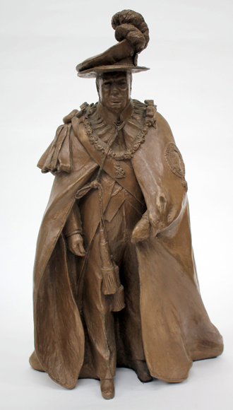 Lot 340 - KARIN CHURCHILL, A COMPOSITE STATUE OF WINSTON CHURCHILL in garter robes, registered No. 49, 40cm in