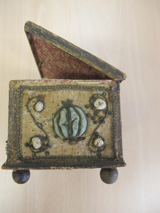 A stumpwork casket, decorated with satin flowers with metal thread scrolls, with a paper lined - Image 5 of 8