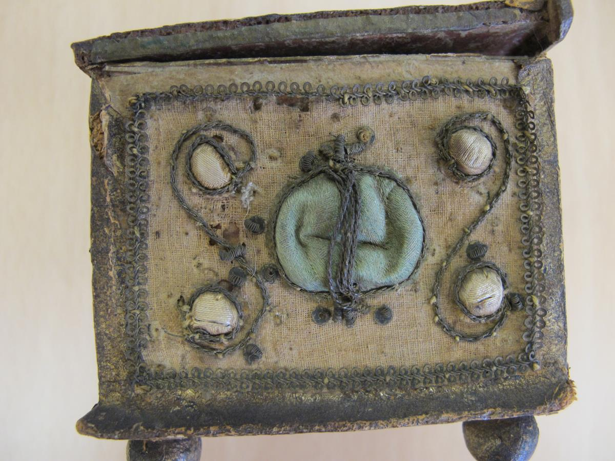 A stumpwork casket, decorated with satin flowers with metal thread scrolls, with a paper lined - Image 7 of 8