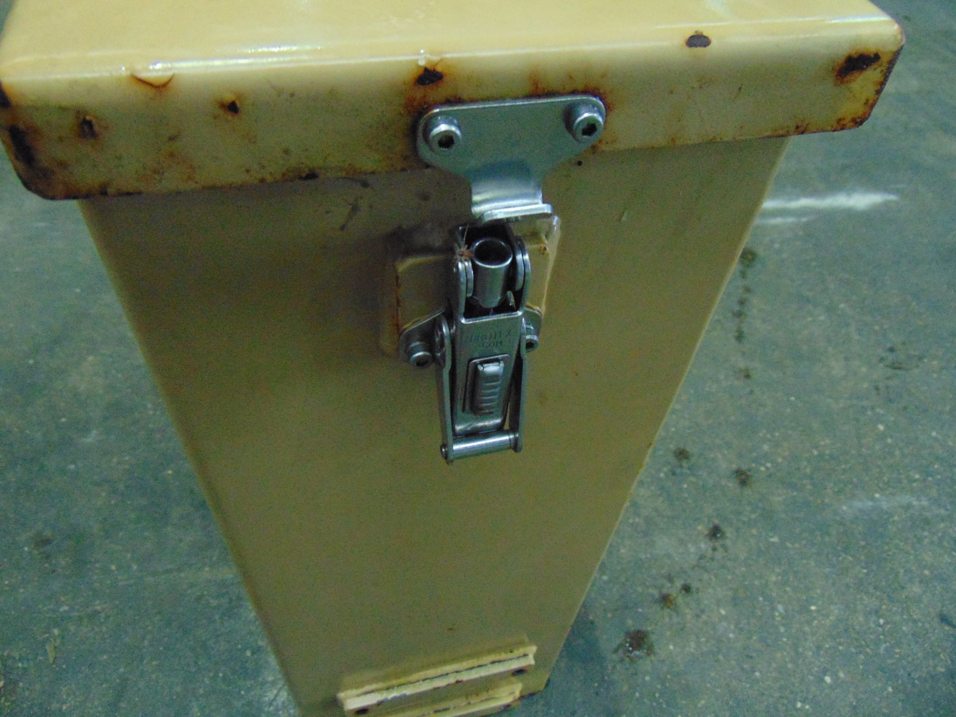 Lotto 26443 - Vehicle Mounted Jerry Can Stowage Box
