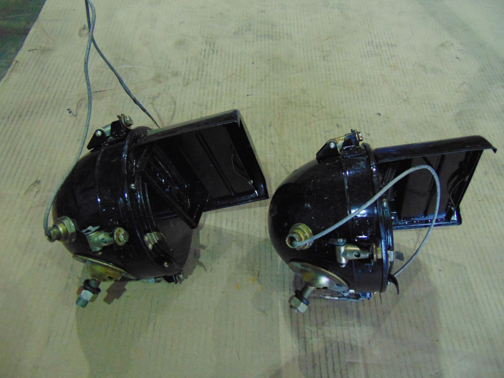 Lotto 26420 - Pair of Vintage Russian AFV Headlights