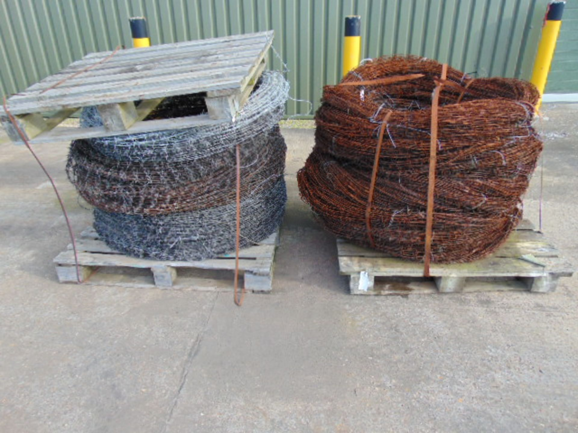 Lot 25848 - 2 x Pallets of Barbed Wire