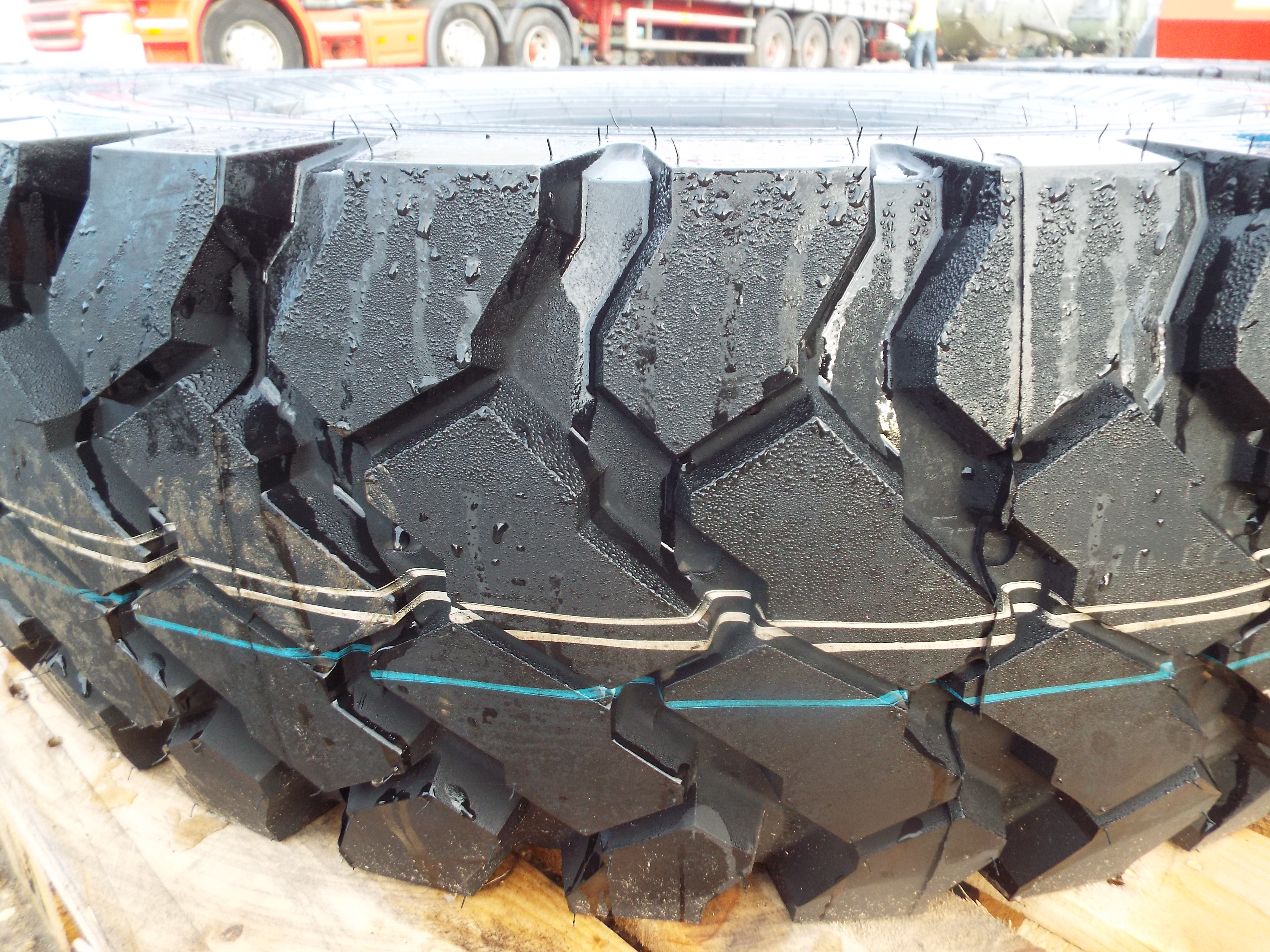 Lot 13613 - Continental 14.00 R20 Tyre