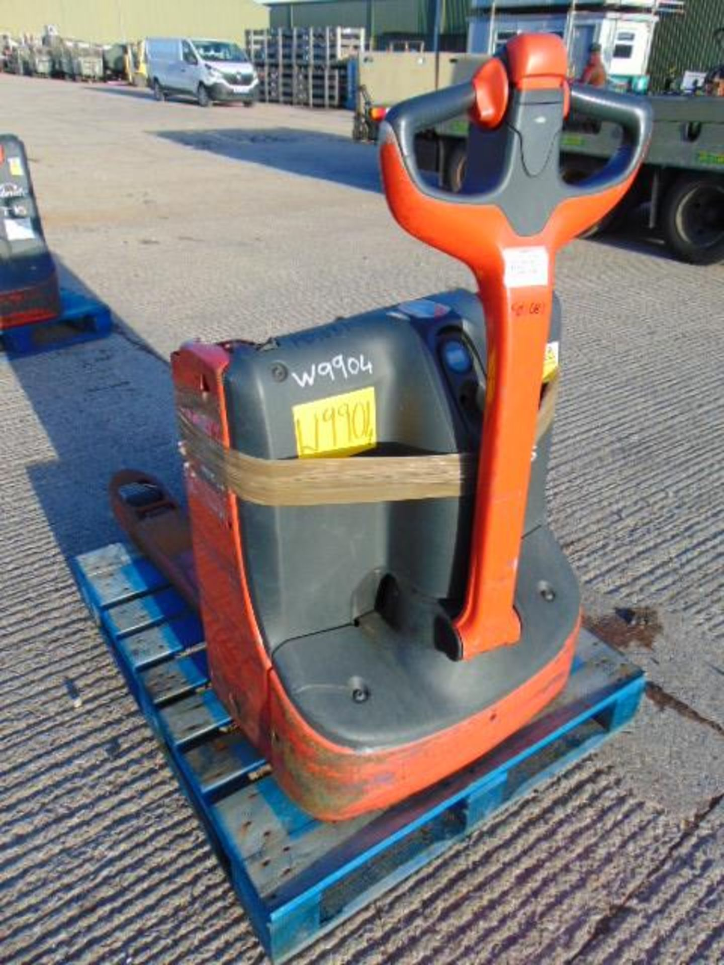 Lot 27239 - Linde T16 Self Propelled Electric Pallet Truck