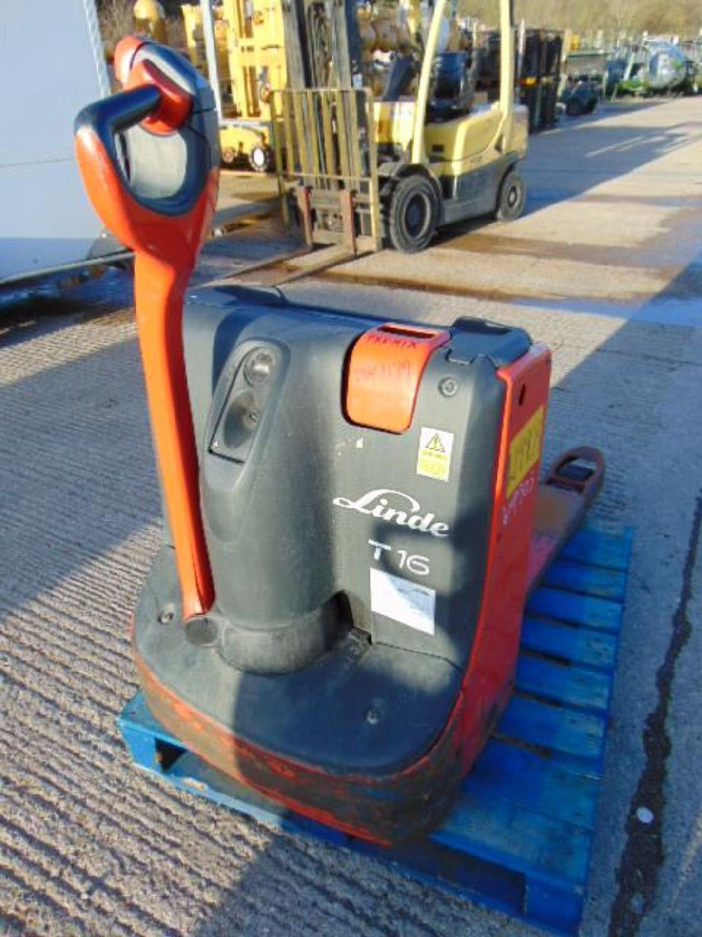 Lot 27240 - Linde T16 Self Propelled Electric Pallet Truck
