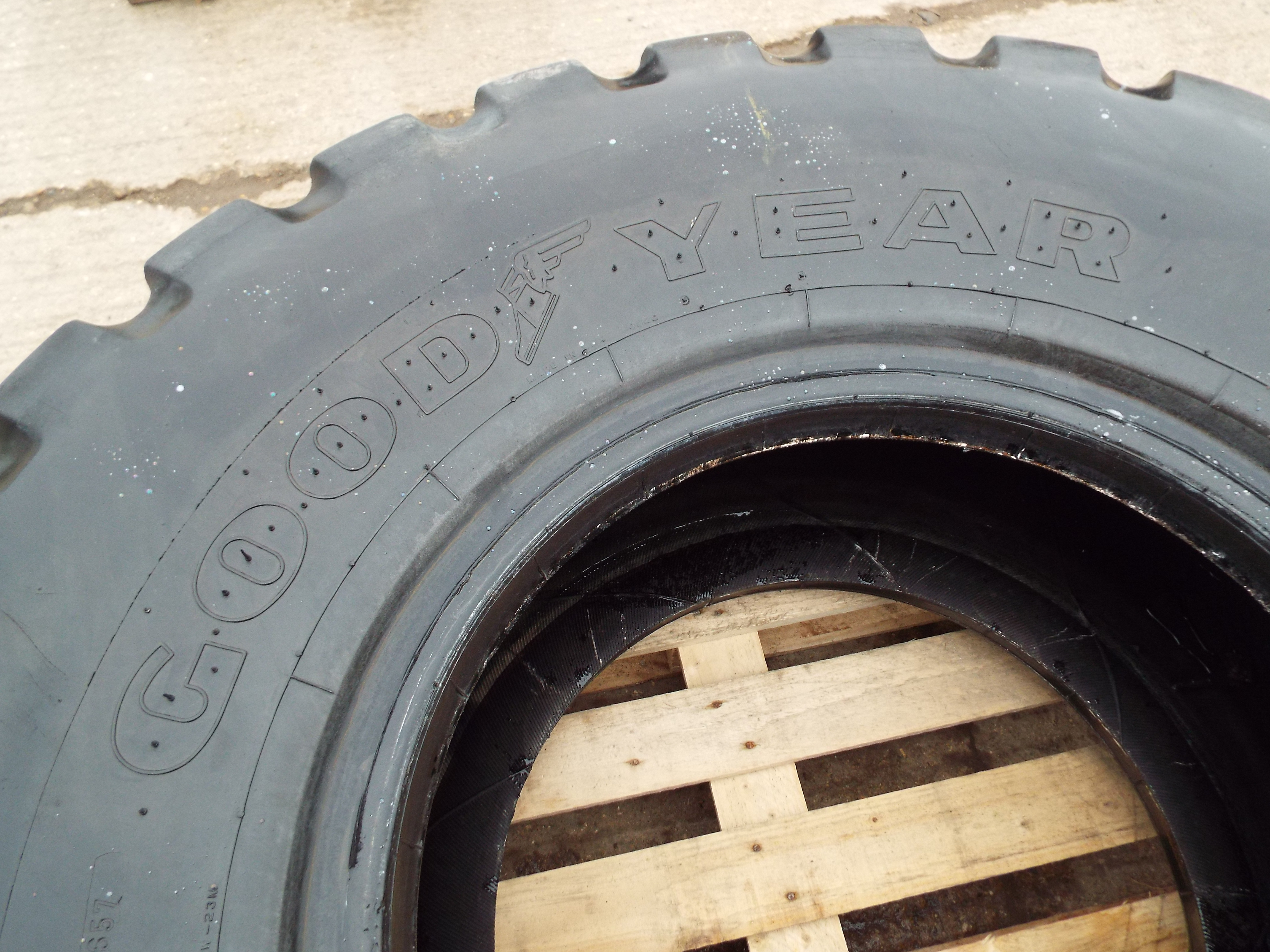 Lot 13609 - Goodyear GP2B 20.5 R25 Earthmover/OTR Tyre