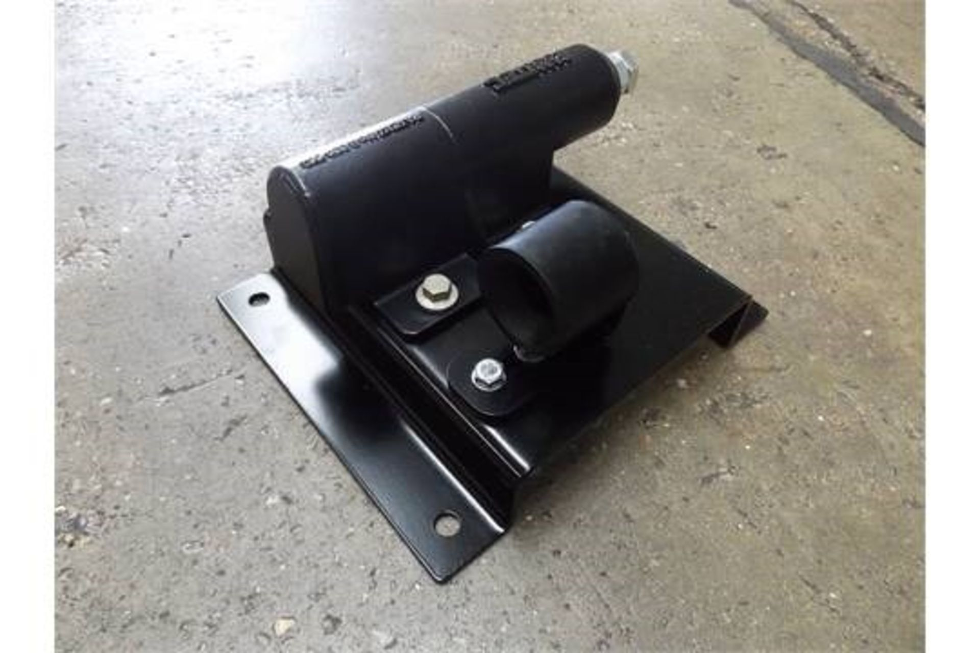 Lot 27245 - Land Rover Swing Out Spare Wheel Carrier Kit VPLDR0129
