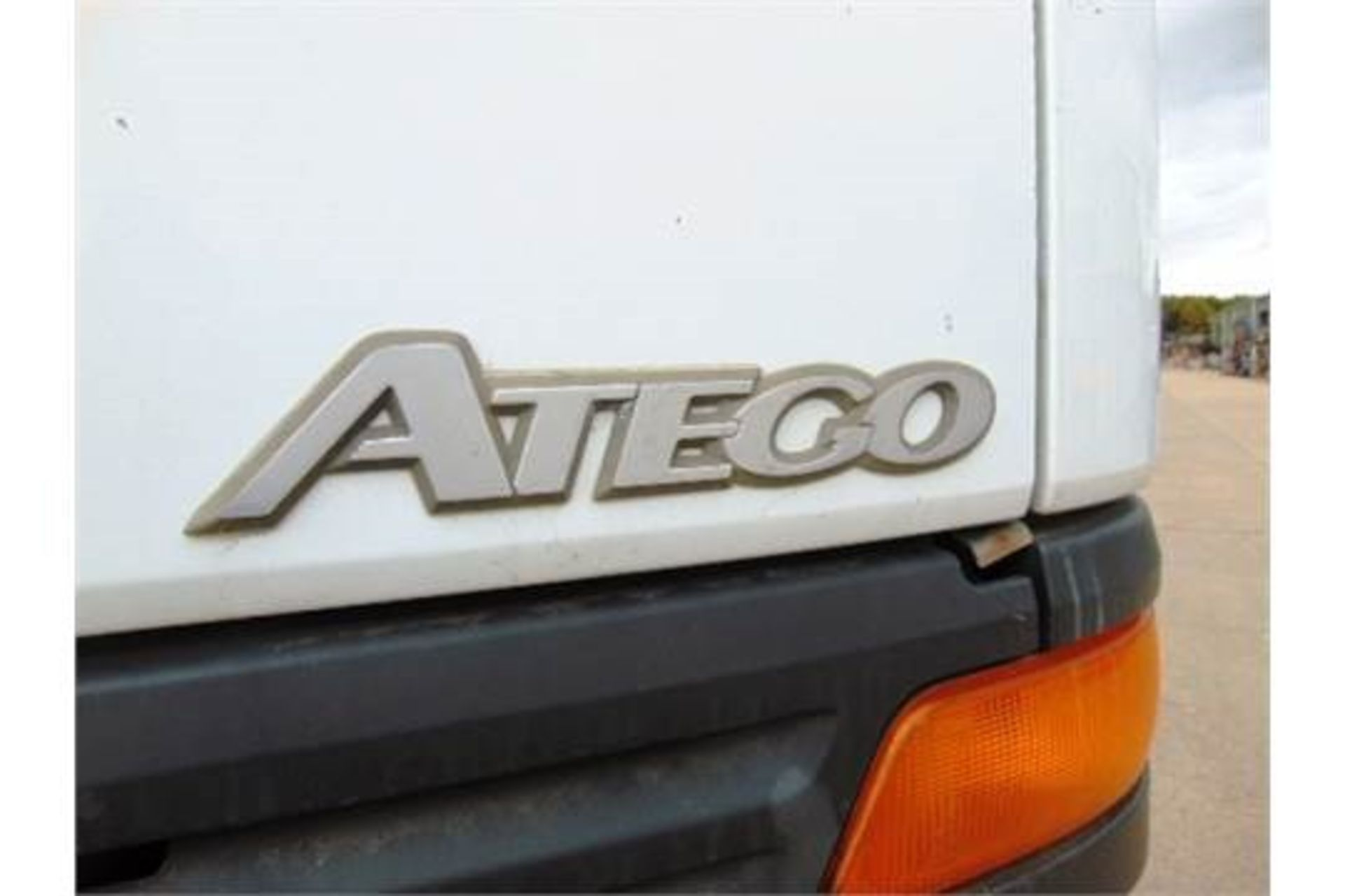 Lotto 26448 - Mercedes-Benz Atego 1317 4x4 Dropside complete with Atlas 105.1 Crane and H14P SuperWinch