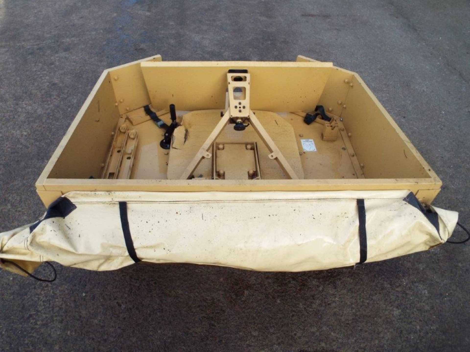 Lote 22359 - Armoured Vehicle Weapon Turret Assembly with Cover