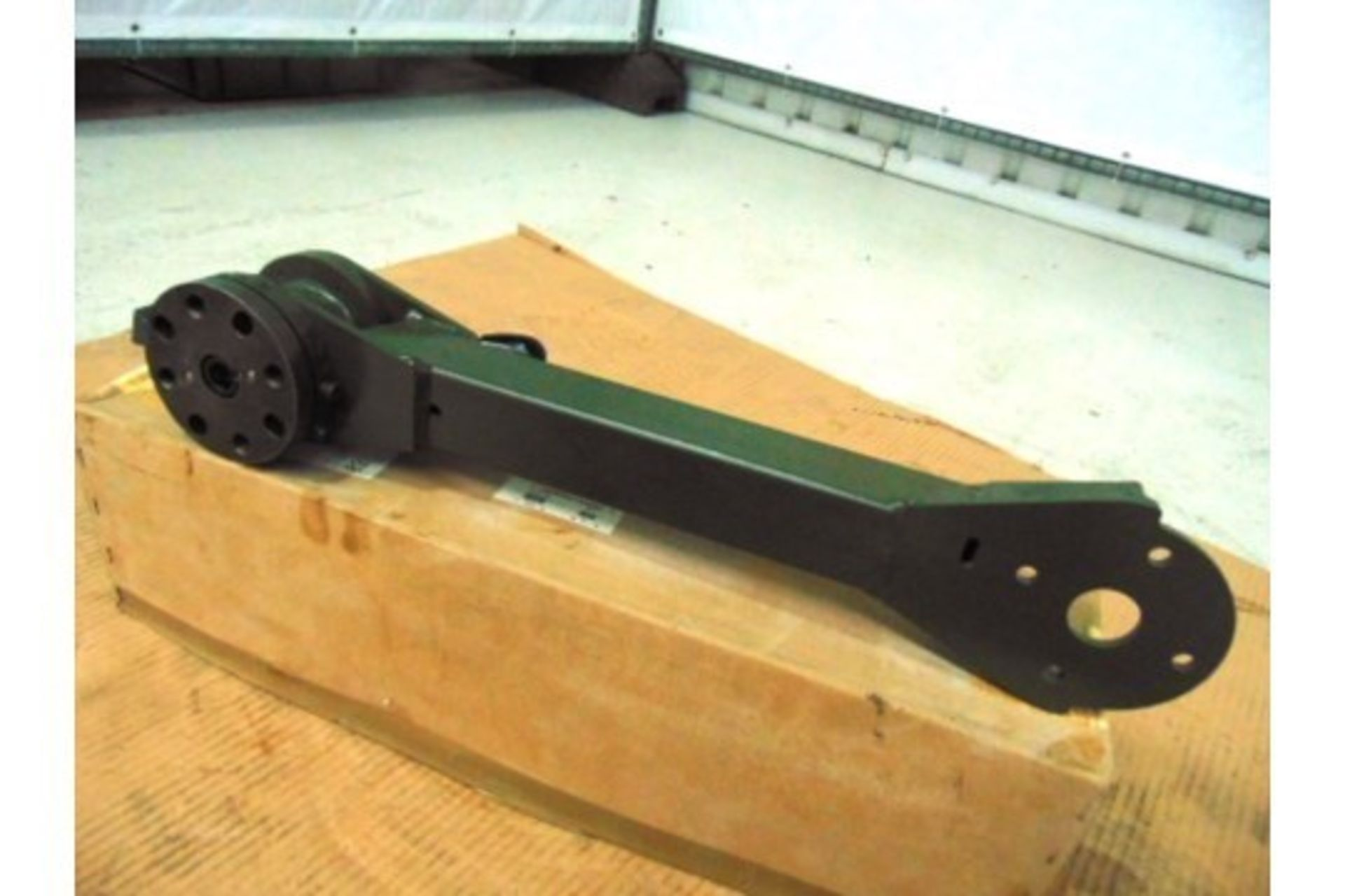 Lotto 26396 - Land Rover WMIK Weapons Mount Swing Arm Assy