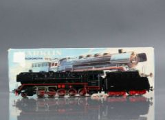 Märklin-Dampflokomotive mit Tender Baureihe 44 der DB; Guss in schwarz; 2 Stirnlampen mit runden