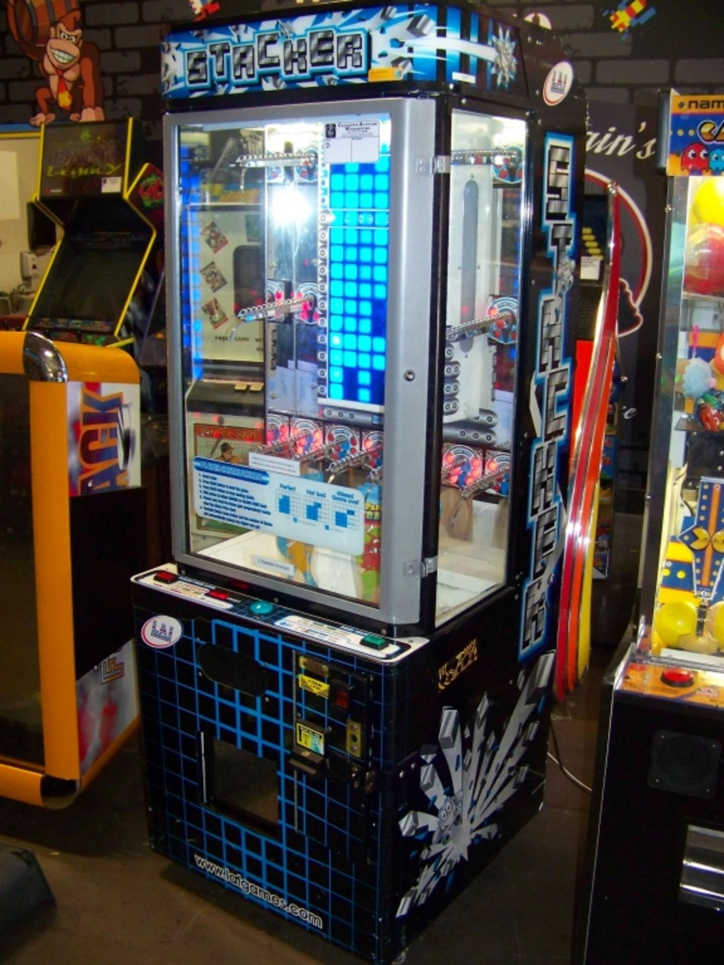 STACKER CLUB BLUE PRIZE REDEMPTION GAME D - Image 2 of 4