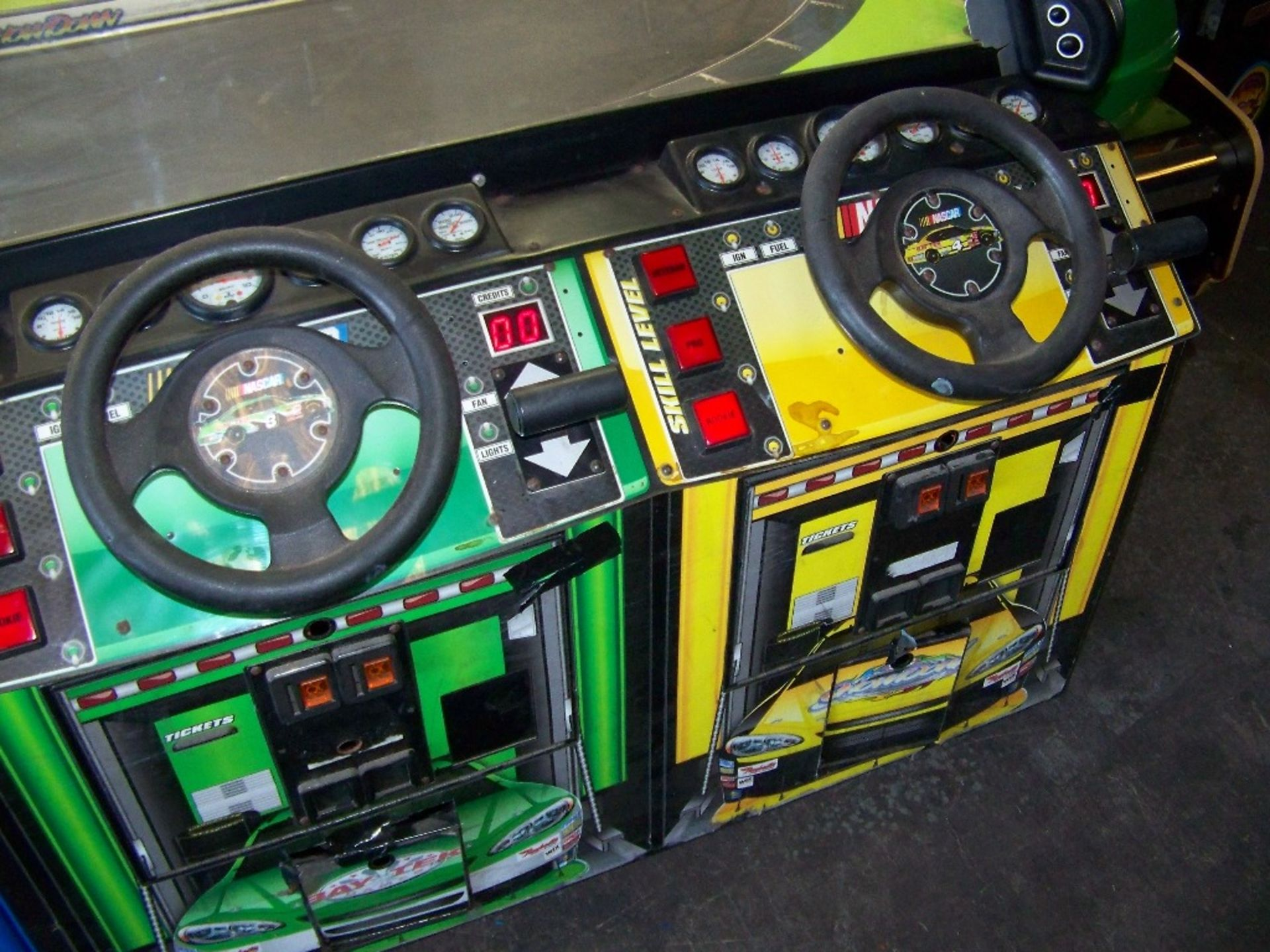SHOWDOWN 4 PLAYER TICKET REDEMPTION GAME BAYTEK - Image 11 of 12