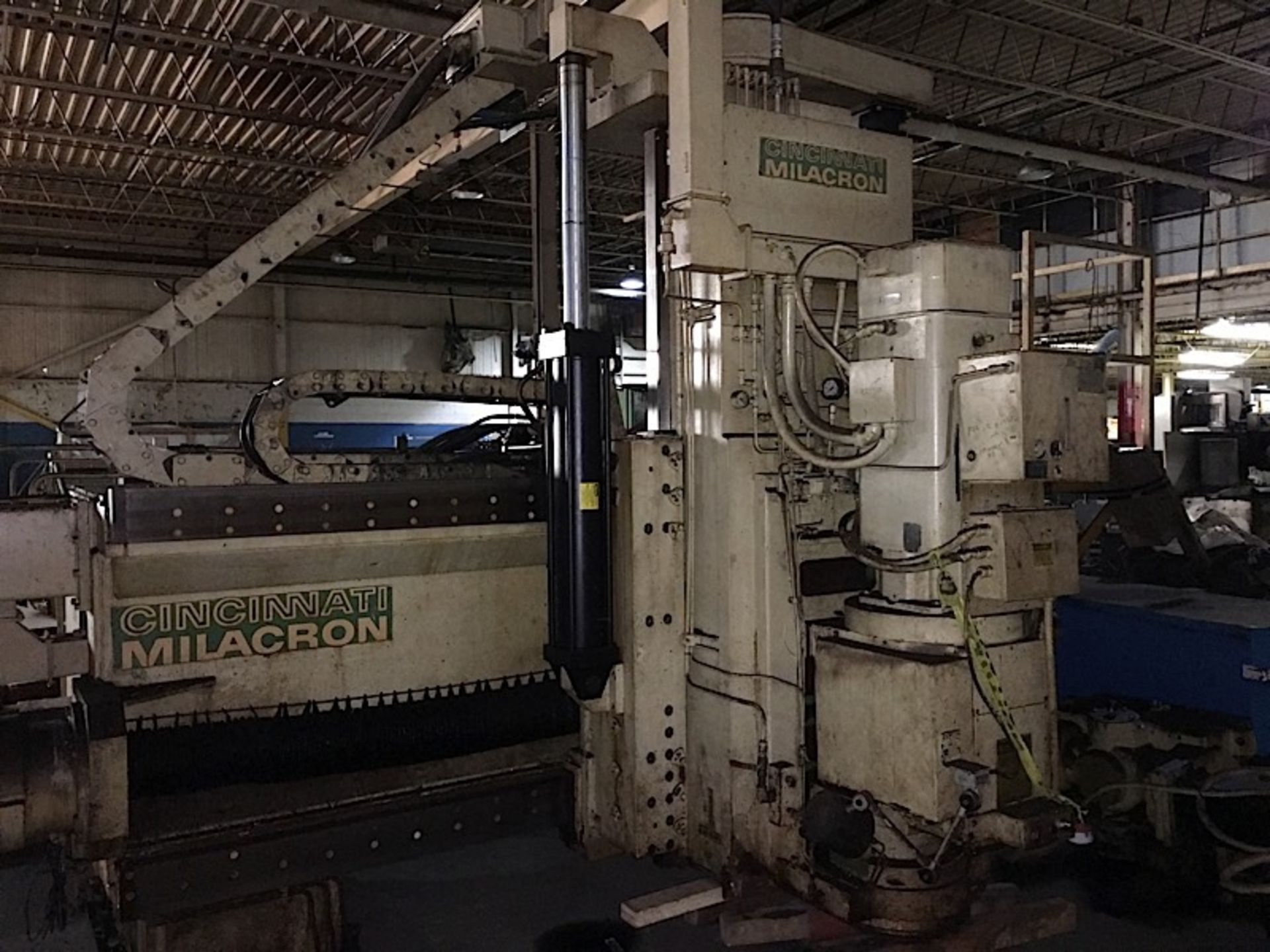 Cincinnati Milacron 30V