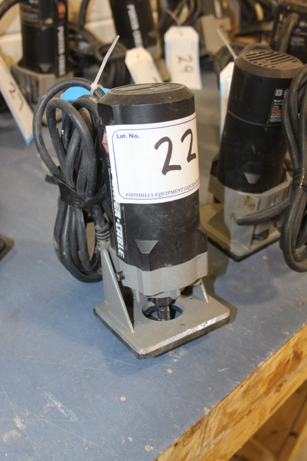 Lot 22 - PORTERCABLE TRIMMER