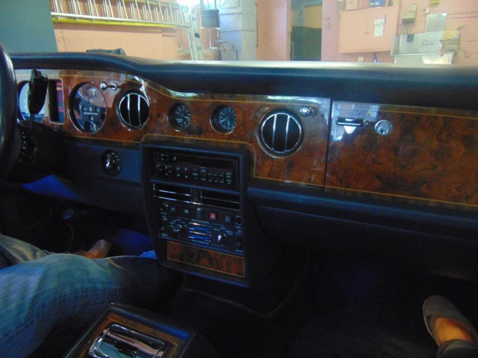1991 ROLLS-ROYCE SILVER SPIRIT – ROYAL BLUE, 6.8 LIT. AC AND ALL SYSTEMS FULLY FUNCTIONAL, - Image 8 of 11