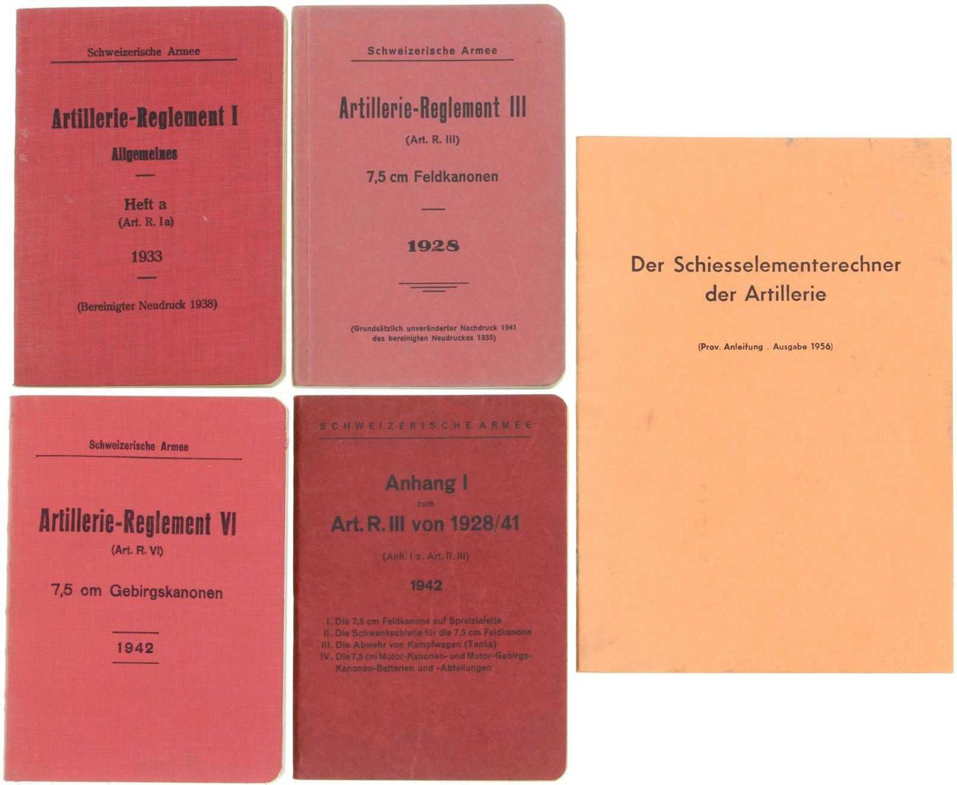 Konvolut von 5 Artillerie-Reglementen 1. Artillerie-Reglement I 1933. 2. Artillerie-Reglement III,