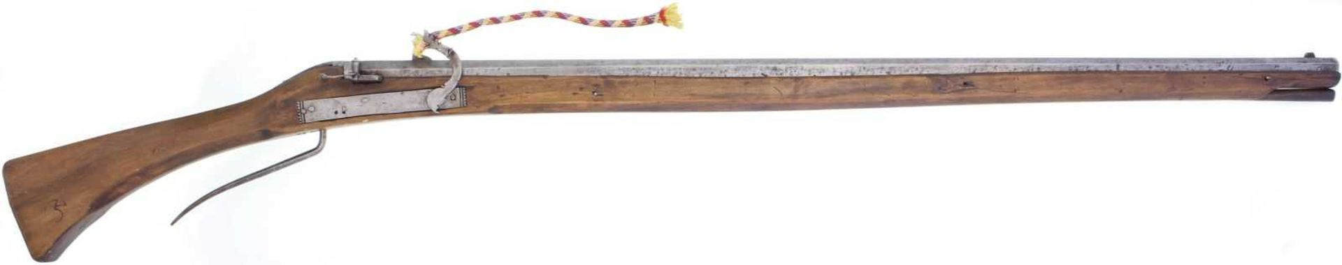 Luntenschlossbüchse, um 1600, Kal. 14.8mm LL 1150mm, TL 1550mm, glatter voller Achtkantlauf. Marke