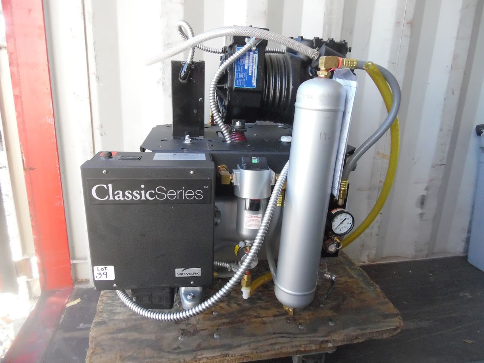 Midmark Classic Series Dental Air compressor. 208/230V single phase, 7.2 Amps, 1 HP, Only 27.6 Hours