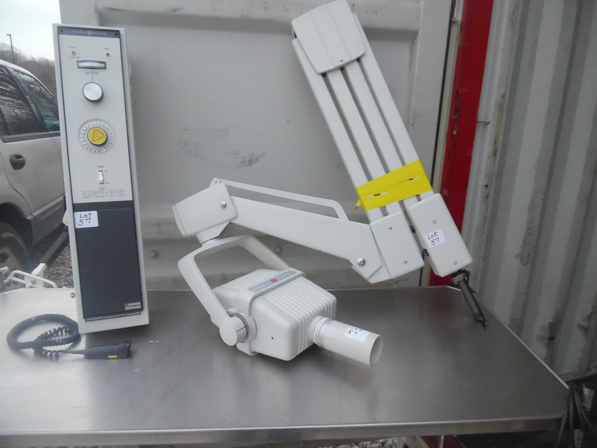Lot 57 - GE X-ray machine with controller. Model 700 Model 46-158830G2