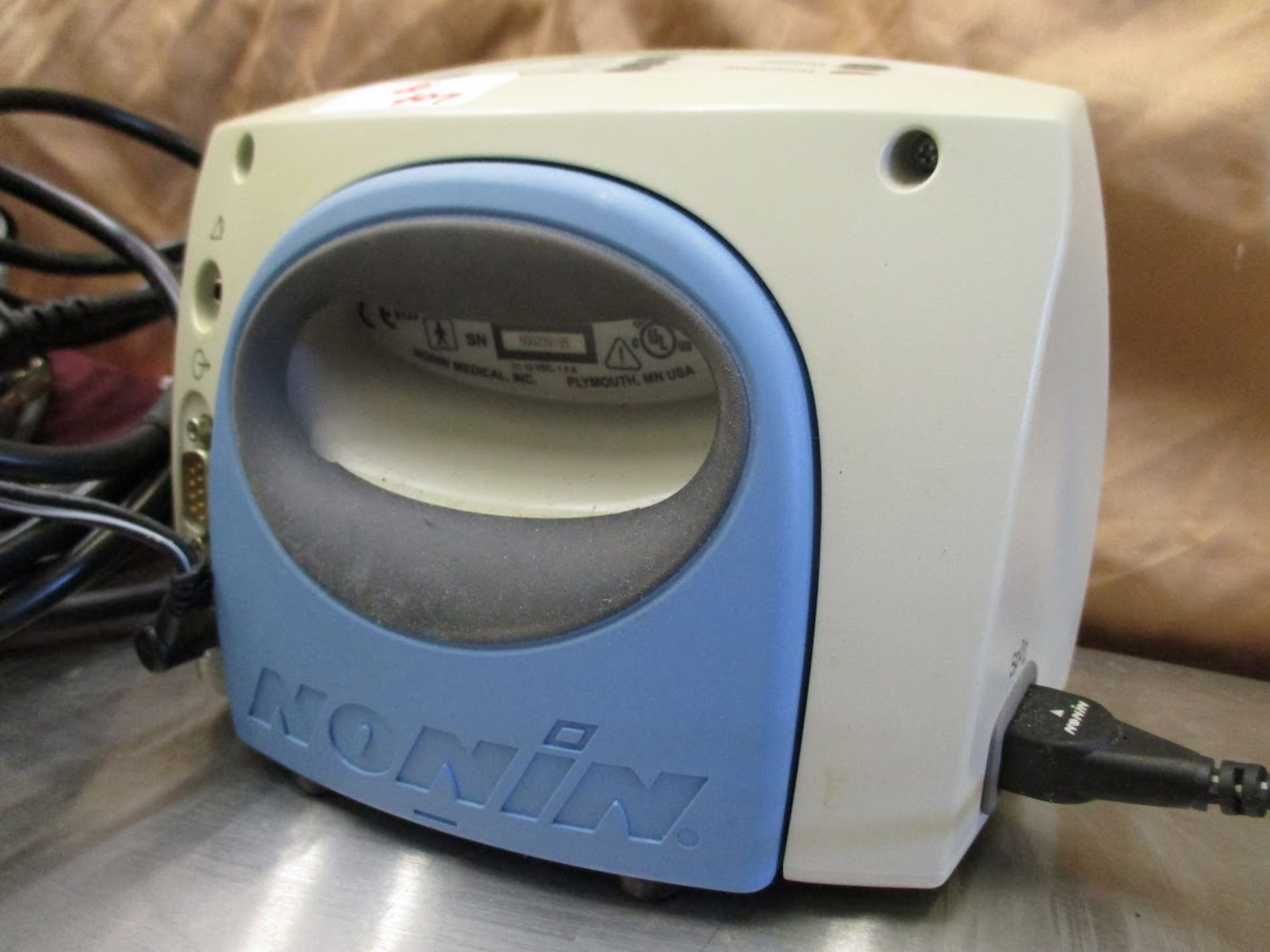 Nonin 9600 Pulse Oximeter with blood pressure cuffs. 115V - Image 2 of 7