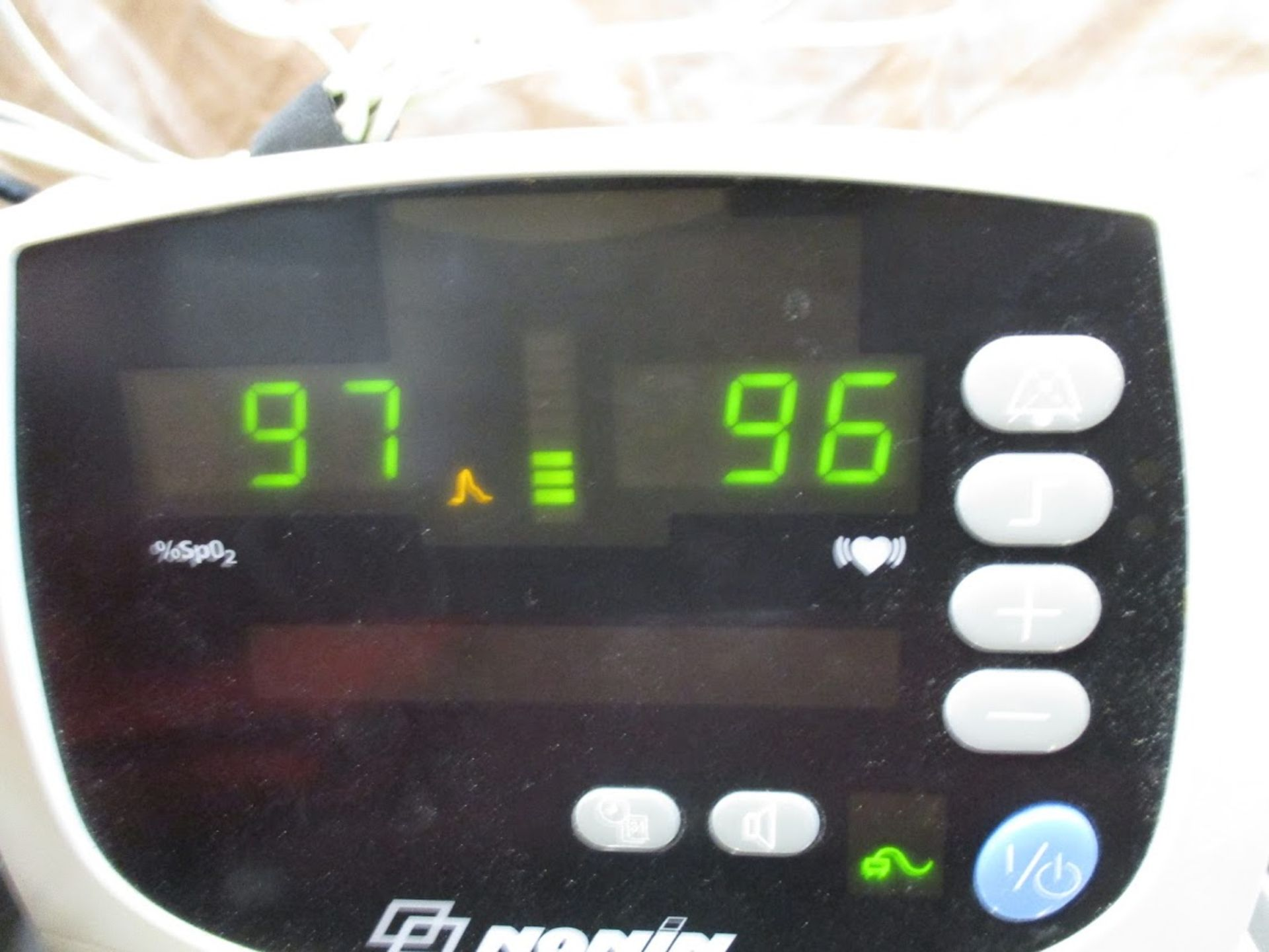 Nonin 9600 Pulse Oximeter with blood pressure cuffs. 115V - Image 6 of 7