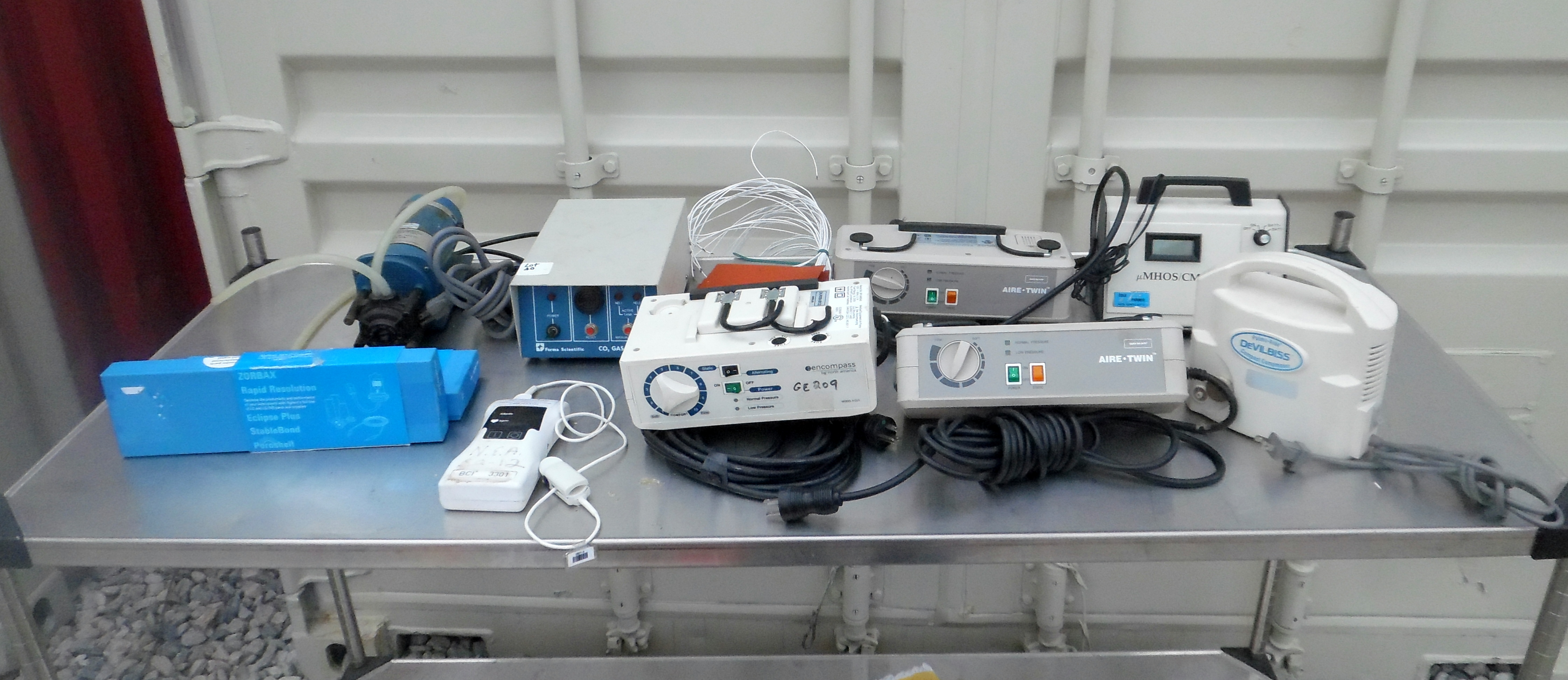 Lot 40 - Lot of medical equipment