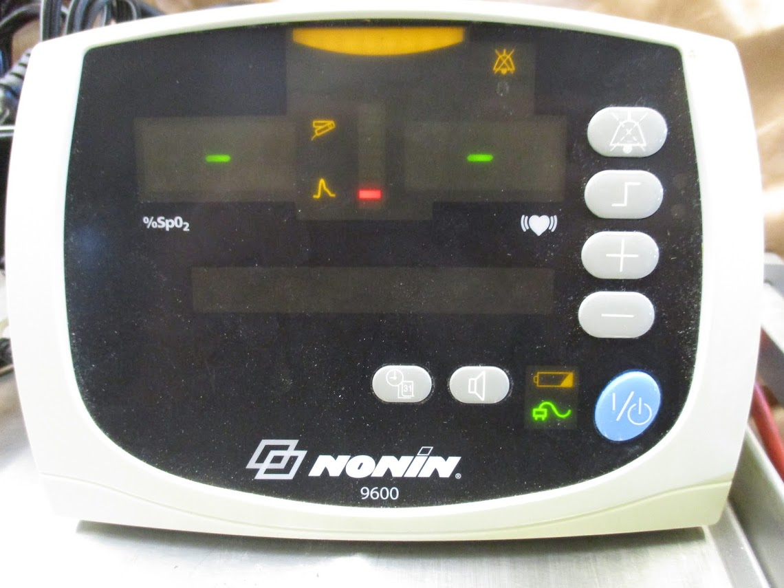 Lot 18 - Nonin 9600 Pulse Oximeter with blood pressure cuffs. 115V