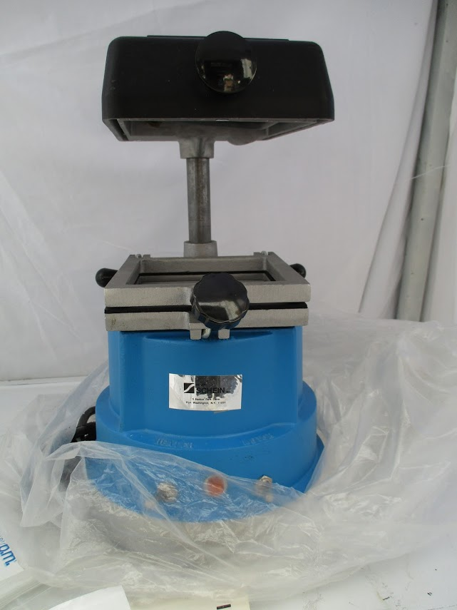 """Lot 30 - Schein """"The Machine"""" precision vacuum pump. This hasn't been used. 115V"""