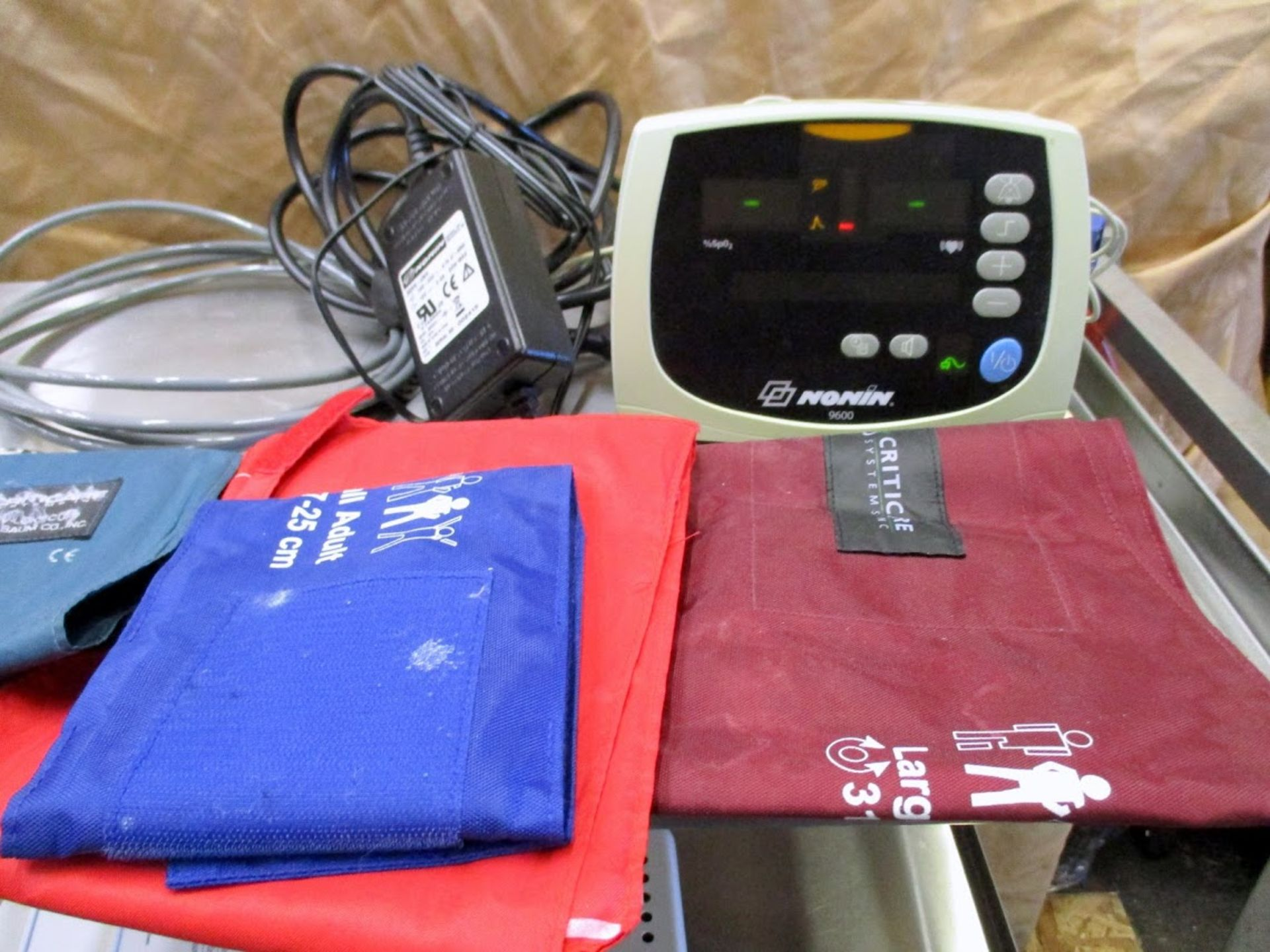 Nonin 9600 Pulse Oximeter with blood pressure cuffs. 115V - Image 5 of 7