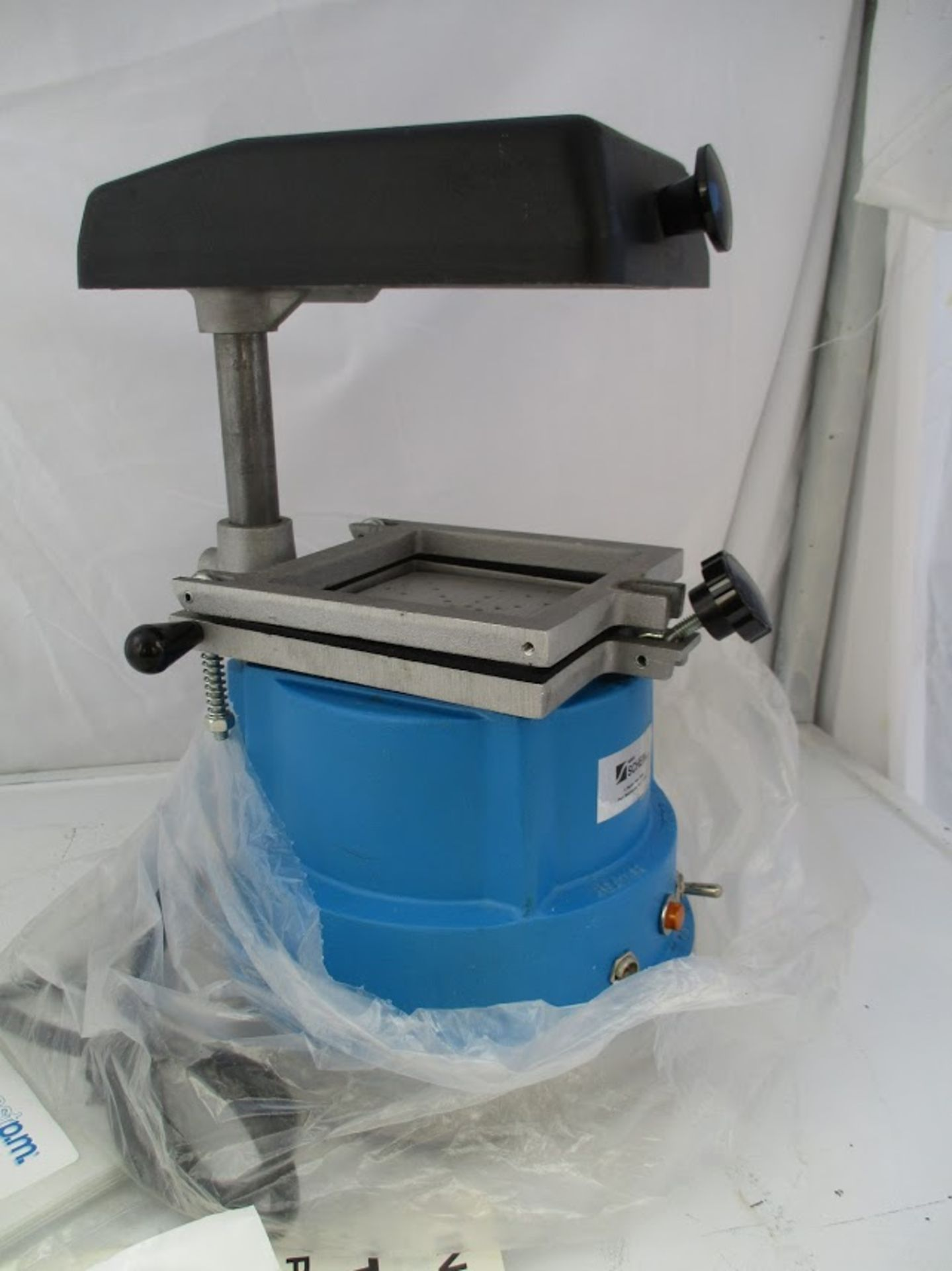 """Schein """"The Machine"""" precision vacuum pump. This hasn't been used. 115V - Image 3 of 4"""