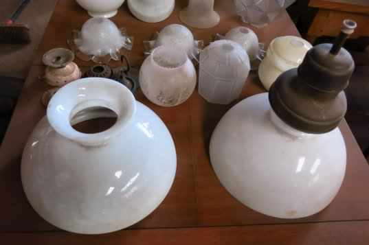 Collection of Assorted Glass Lamp shades and fittings - Image 3 of 6